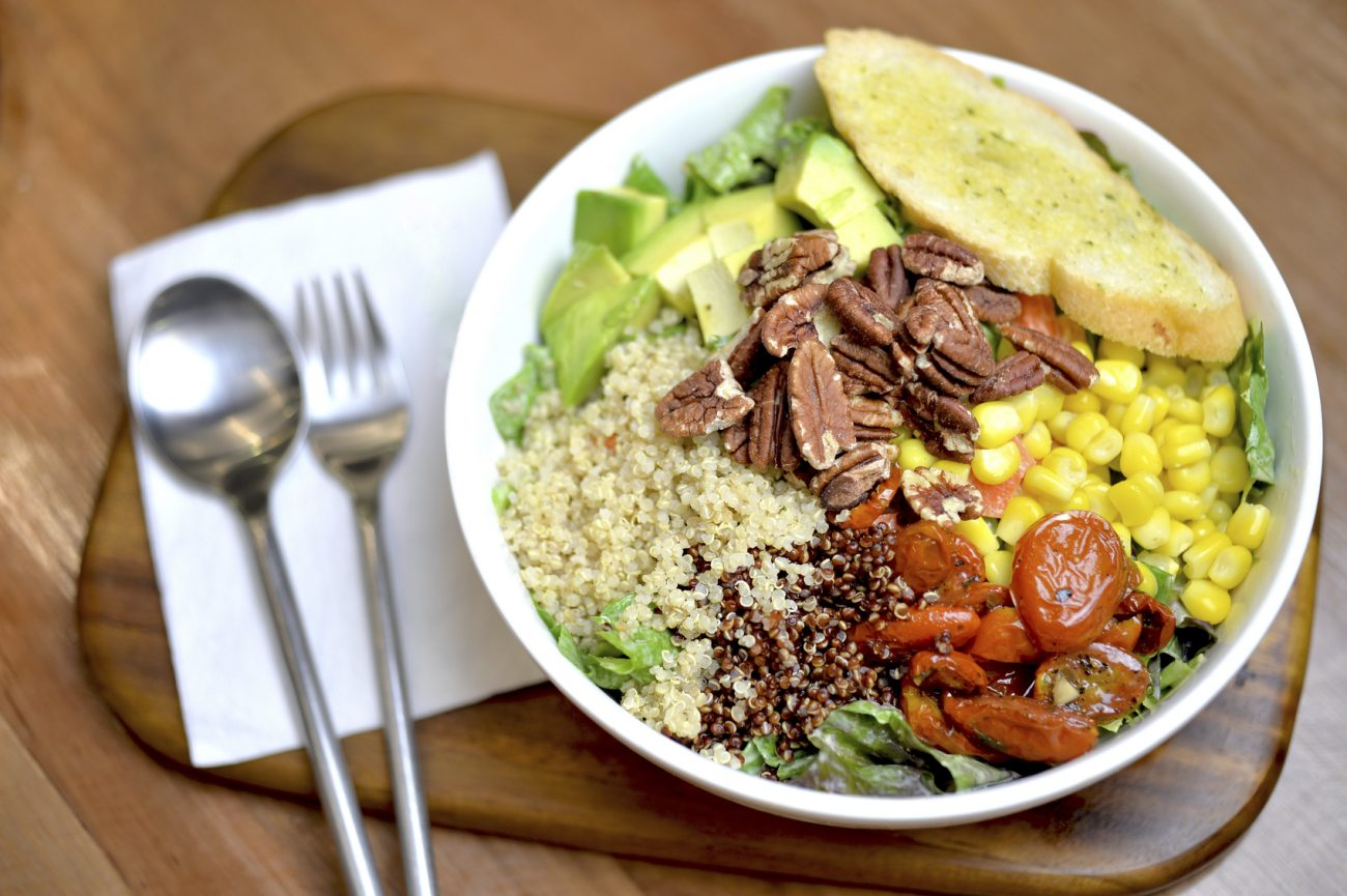 Gros-plan-sur-le-quinoa-bowl.jpg