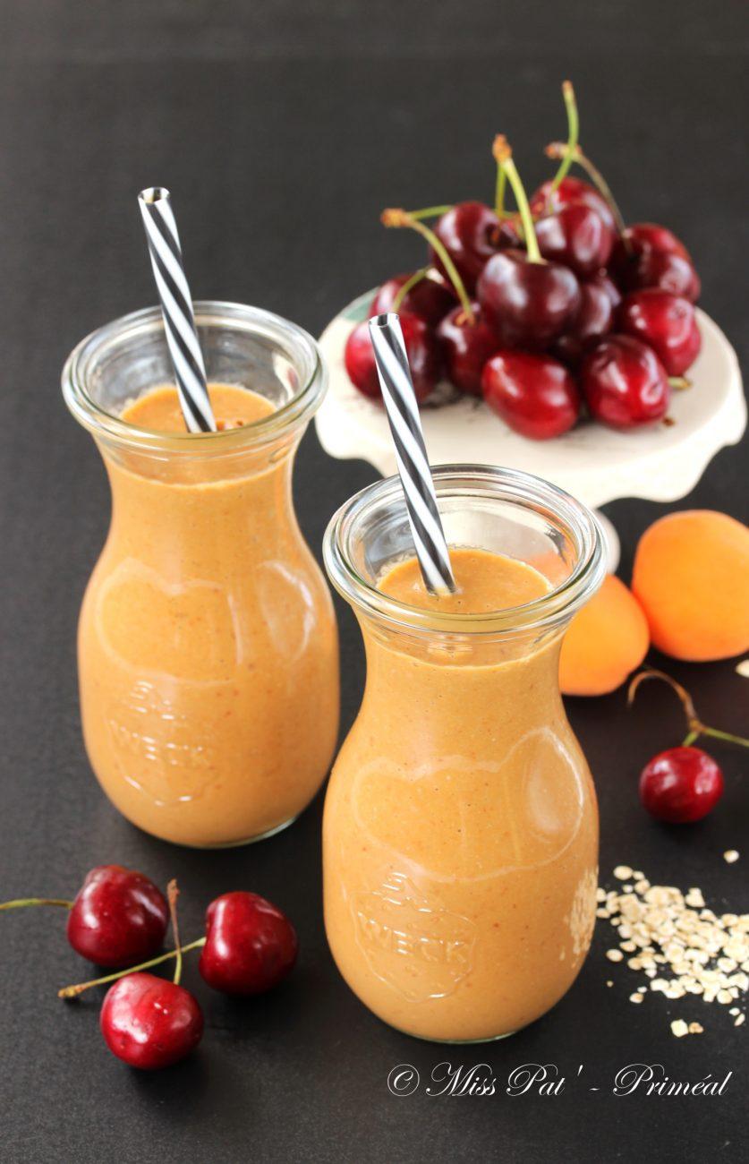 Smoothie cerise et abricot aux flocons de céréales