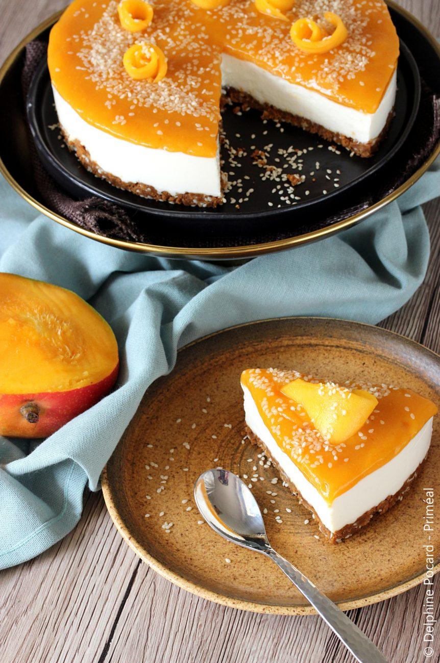 Cheesecake exotique à la mangue, croûte spéculoos et sésame