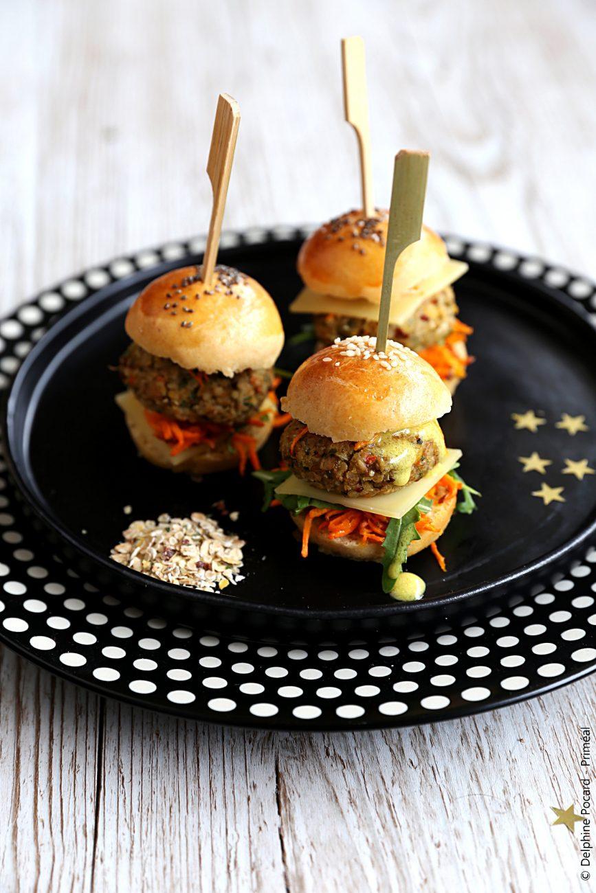 Mini burger aux légumes et quinoa, sauce citronnée