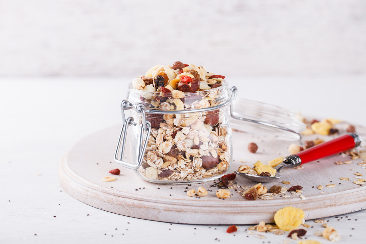 Un-muesli-bio-maison-pour-un-petit-dejeuner-vitamine.jpg