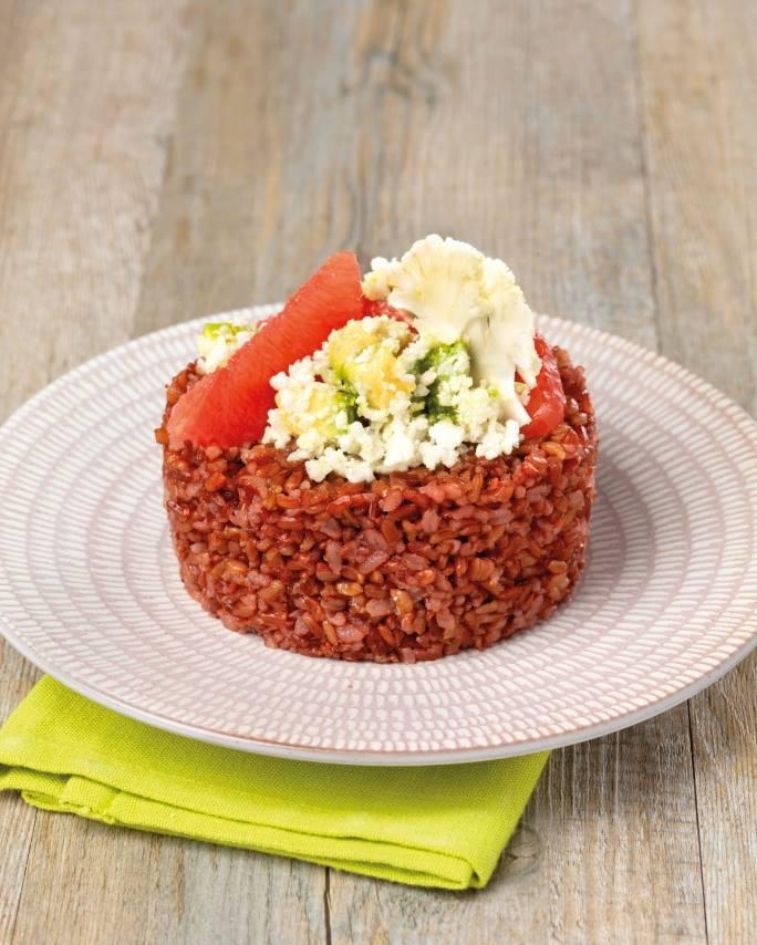 Timbale de riz rouge de Camargue et salade pastel