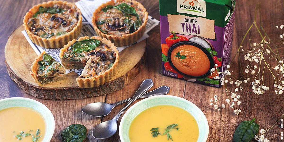 Soupe thaï et minis quiches aux champignons
